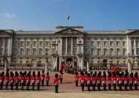 Королевские пенаты: где находится Букингемский дворец?
