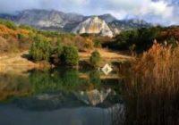Озеро у скалы Шаан-Кая изумрудная бусинка над Алупкой