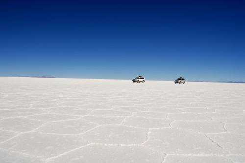 Боливийское зеркальное озеро Уюни