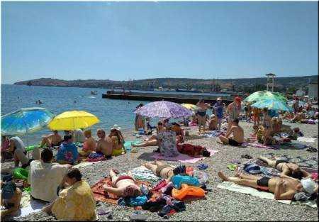 Камешки самый популярный пляж Феодосии